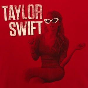 Taylor Swift Tee Large